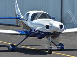 avión de turismo con motor de émbolo / 4 plazas