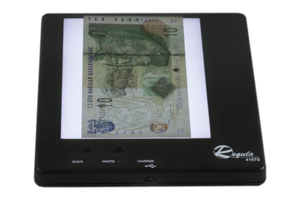 Appareil d authentification de bureau portatif pour carte d