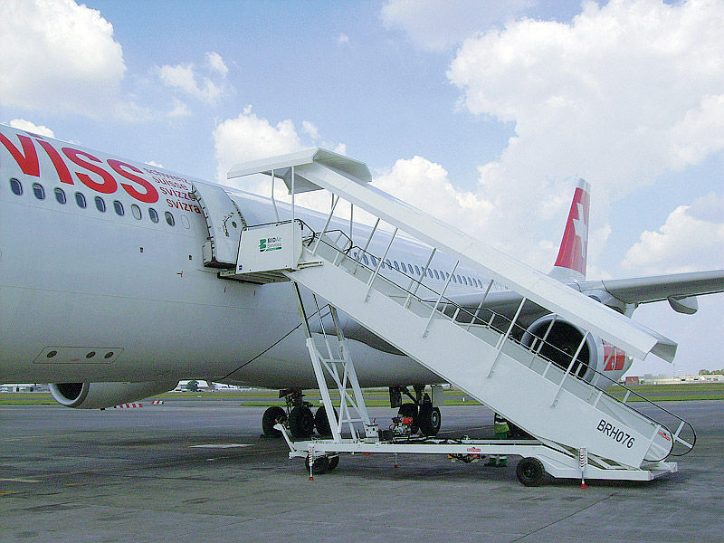 Boarding Stairs / Towed / Mobile / For Aircraft   Tristair Series