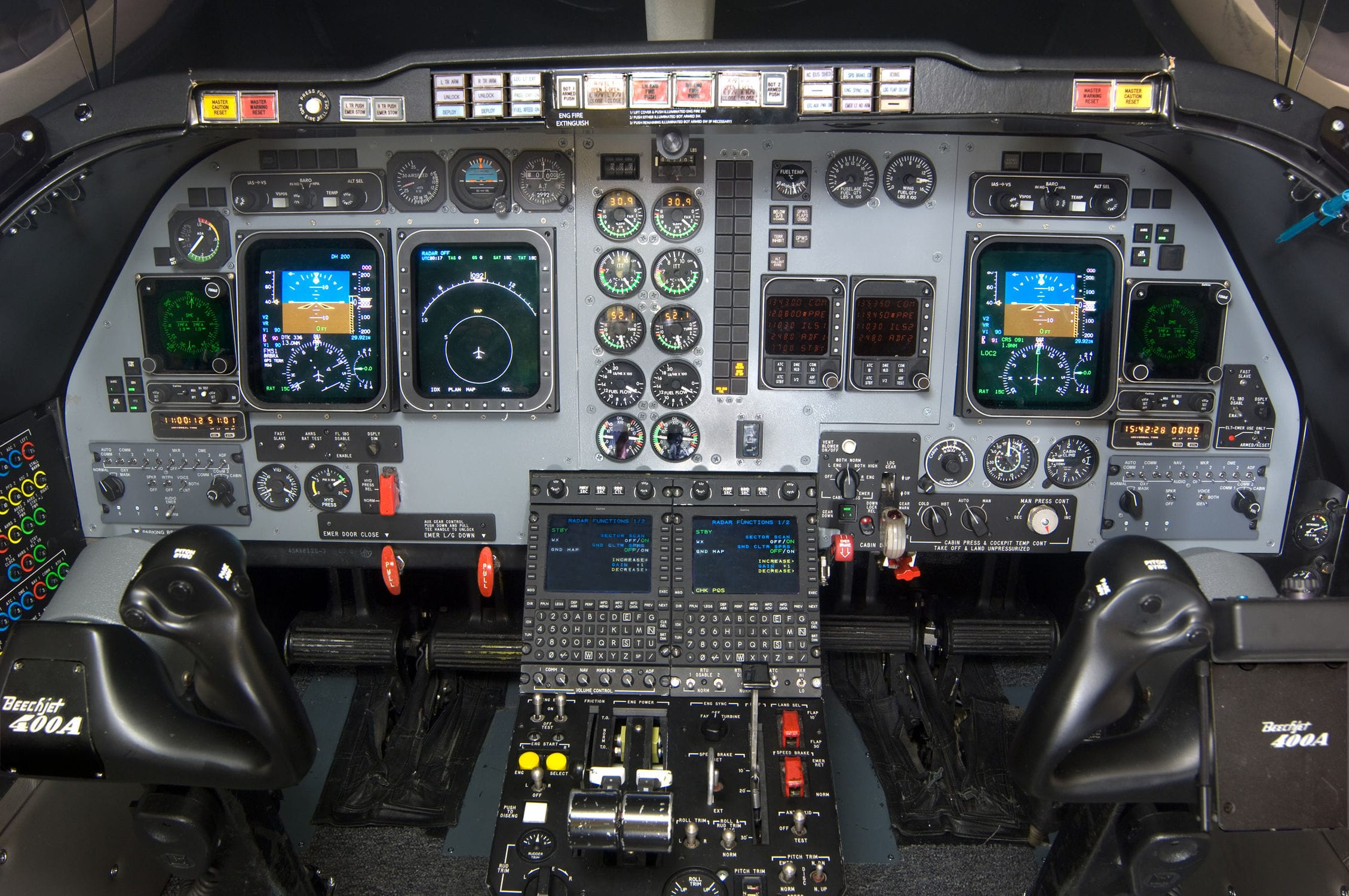 Flight simulator / cockpit - SIMCOM Aviation Training - Videos