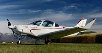 Passenger private plane / 4-stroke engine / single-engine / 4-seater