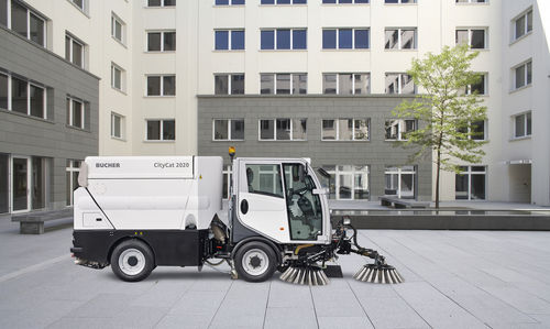 ride-on sweeper / compact / for runways