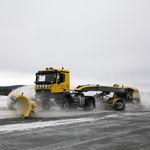 runway snow plow / with tilting blade