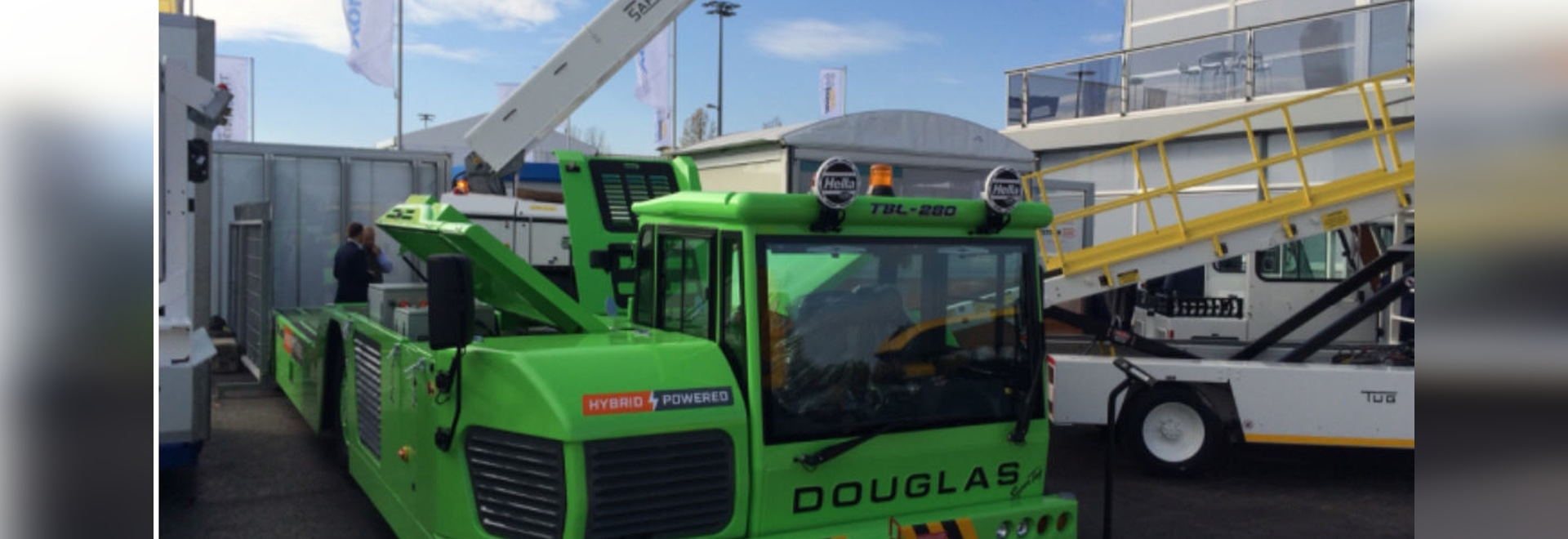 New hybrid aircraft push-back tractor on show at Inter Airport Europe Exhibition