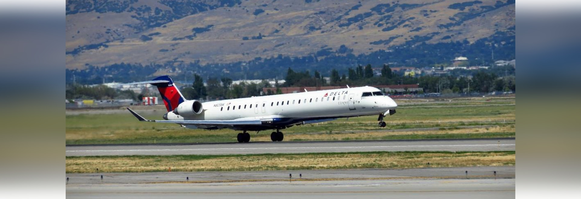 A SkyWest Bombardier CRJ900 takes off from Salt Lake City International Airport. (Photo: Flickr: Creative Commons (BY-SA) by redlegsfan21)