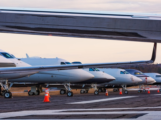 Some 140 business aircraft made an appearance on the ramp at Epps Aviation for the Super Bowl. (Photo: Steve Thornton)