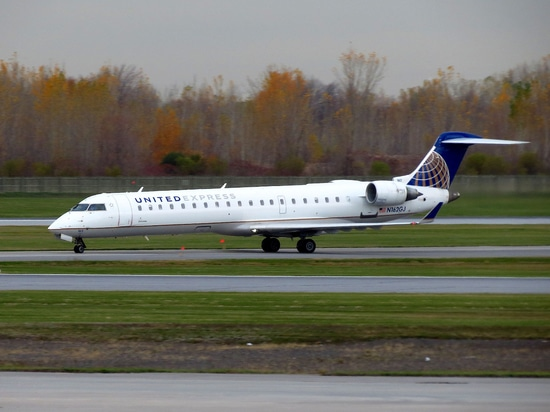 A GoJet Bombardier CRJ700 taxis at Montréal Pierre Elliott Trudeau International Airport. (Photo: Flickr: Creative Commons (BY-SA) by redlegsfan21)