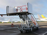 escada de embarque / móvel / rebocável / para avião