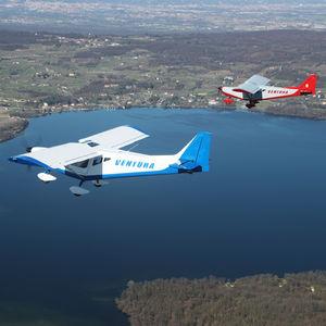 avion très léger 3 places / monomoteur / moteur 4 temps / école