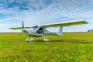 avion de sport 2 places / monomoteur / avec moteur à pistons / école