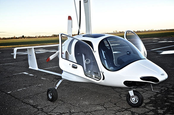 Tri-place gyrocopter / 4-stroke engine / closed canopy