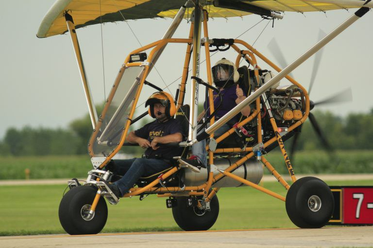 Two-seater ultralight trike aircraft / piston engine