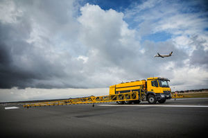 airport deicer / sprayer / truck-mounted