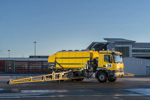 airport deicer