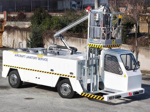 self-propelled lavatory truck / for airports