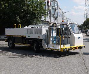 self-propelled potable water truck