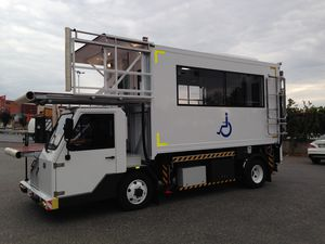 self-propelled ambulift / for airports