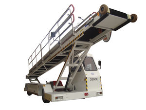 self-propelled baggage belt loader / for airports