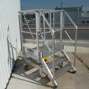 maintenance stepladder