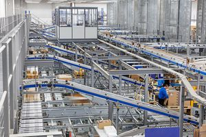 belt conveyor / roller / baggage / for boxes