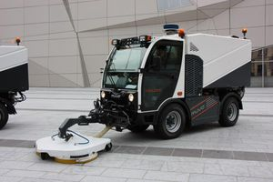 truck-mounted cleaning machine