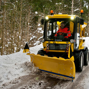 airport snow plow / with tilting blade