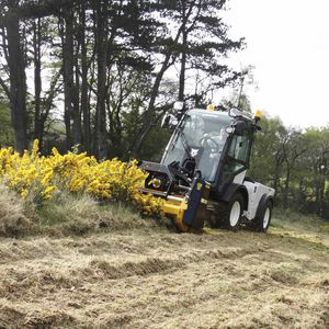 tractor-mounted mower / flail / for airports