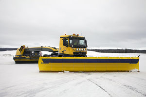 runway snow plow / with tilting blade