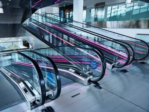 airport moving walkway / inclined / horizontal