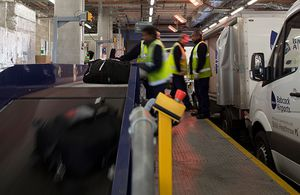 arrival baggage claim carousel