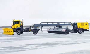 runway sweeper / towed / electric
