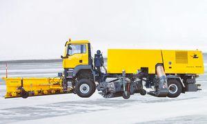 runway sweeper / towed