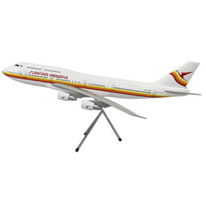 1/100 airplane model