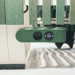 airport charging station / built-in / USB / for mobile phones