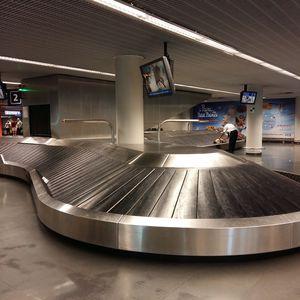 scale baggage claim carousel