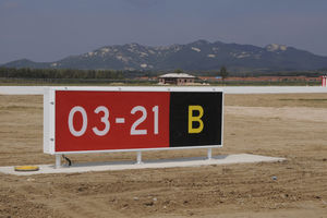 information sign / directional / static / for runways