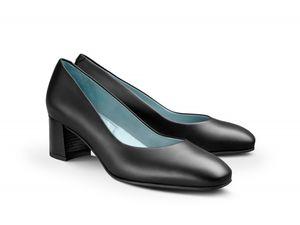 women's flight attendant shoes