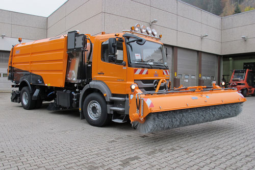 truck-mounted sweeper / for runways
