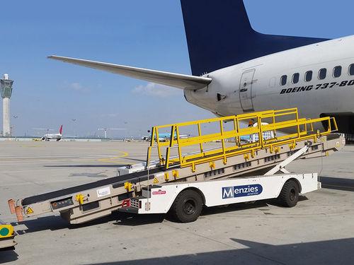 self-propelled baggage belt loader