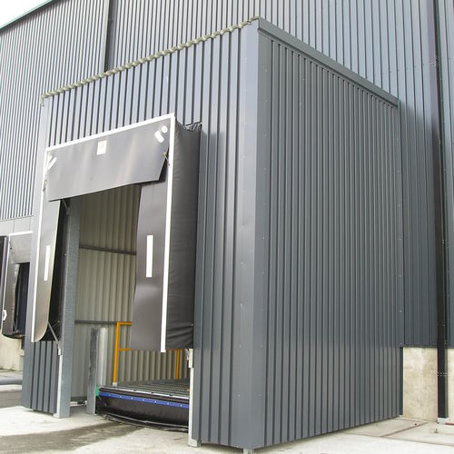 truck dock shelter - SACO AIRPORT EQUIPMENT