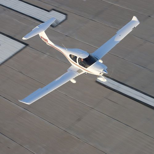 4-seater private plane / single-engine / piston engine