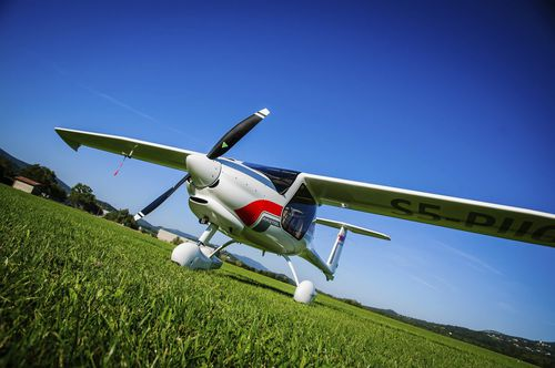 2-person LSA / single-engine / 4-stroke engine / for towing