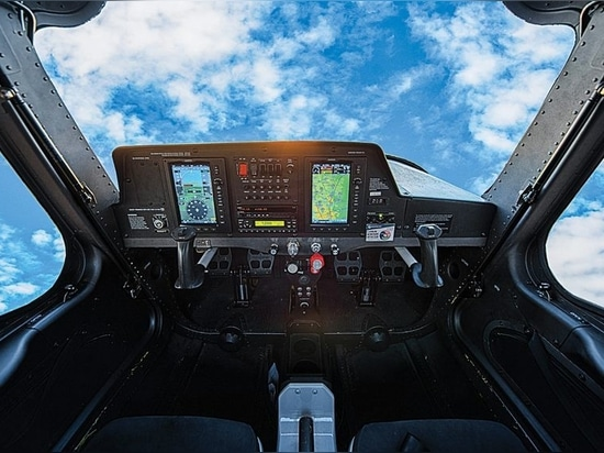 The 162's panel is minimalist, with the highly capable Garmin G300.