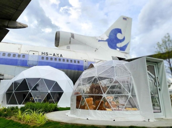 New Bangkok Plane Venue for Foodies and Classic Airliner Fans