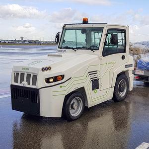 trator rebocador / com barra de reboque / para carrinhos de bagagem / elétrico