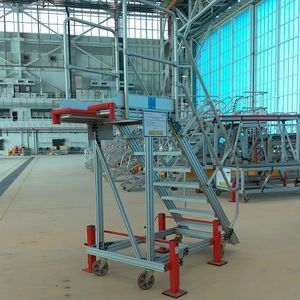 escada portátil de manutenção / para avião