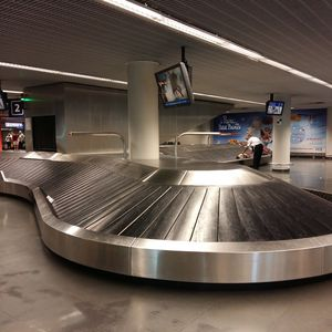 carrossel de bagagens em escamas / em meia-lua / inclinado / para aeroporto