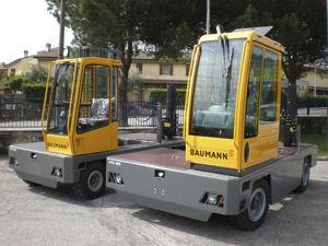 empilhadeira a diesel / com operador sentado a bordo / de 4 rodas / compacta