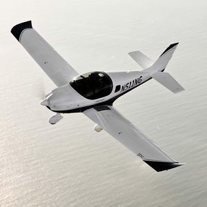 aeronave leve esportiva de 2 lugares / monomotor / com motor de 4 tempos / para escola