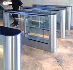 portão eletrônico de embarque com leitor biométrico / para aeroporto